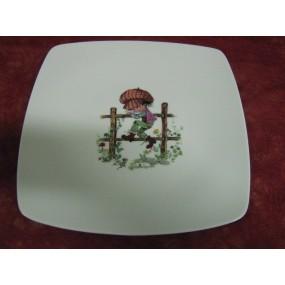 ASSIETTE PLATE CARREE SAHARA  DECOR ENFANT SUR BARRIERE en porcelaine