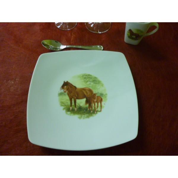 assiette a dessert sahara decor cheval son poulain en porcelaine centre vaisselle sarl la. Black Bedroom Furniture Sets. Home Design Ideas