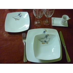ASSIETTE CREUSE CARREE SAHARA DECOR OIES  en porcelaine