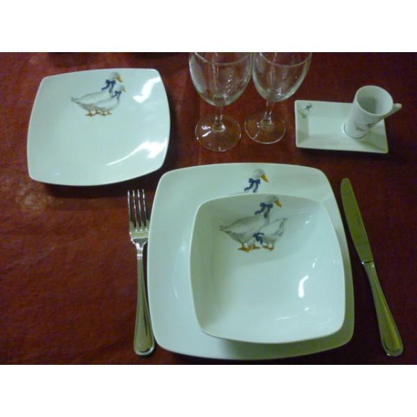 assiette creuse carree sahara decor oies en porcelaine centre vaisselle sarl la porcelaine de. Black Bedroom Furniture Sets. Home Design Ideas