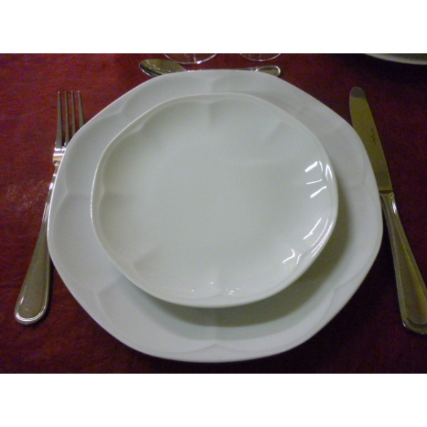 Service de table porcelaine blanche for Service de table noir et blanc