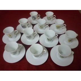 SERVICE A CAFE REGENCE 14 TASSES 10cl avec soustasses en porcelaine décor de CHASSE