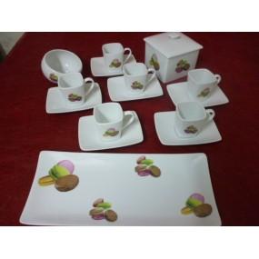 SERVICE A CAFE 9 Pièces Tasses Carrées 11cl, Plat à gâteaux , sucrier incliné et sa Boîte carrée Décor MACARONS en porcelaine