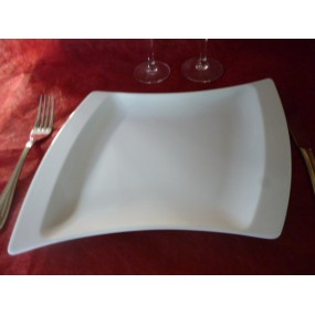 ASSIETTE PLATE TWIST en porcelaine blanche