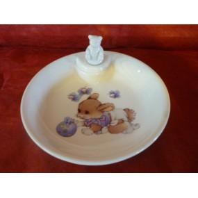 ASSIETTE  CHAUFFANTE DECOR LAPIN BLEU (bouchon ourson)en porcelaine
