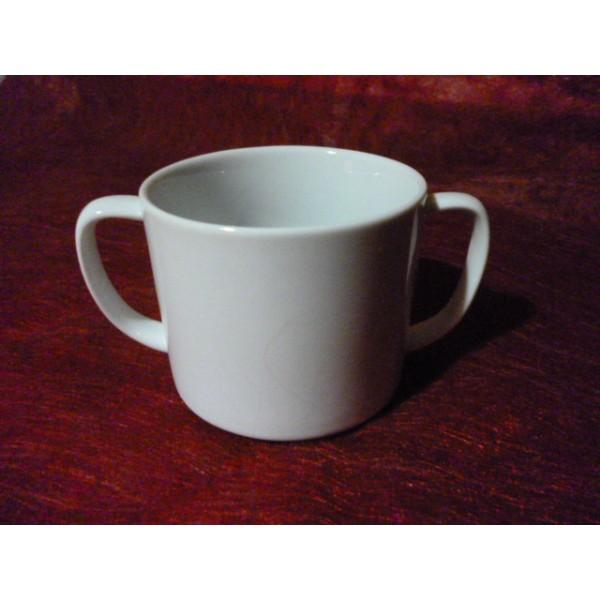 tasses a anses ou gobelet enfant 17cl en porcelaine blanche centre vaisselle sarl la. Black Bedroom Furniture Sets. Home Design Ideas