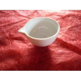 SAUCIERE INDIVIDUELLE A BEC VERSUR en porcelaine blanche