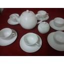 SERVICE A CAFE OU THE 6 TASSES Modèle LOUVRE 21cl AVEC SOUSTASSES ET LA THEIERE 1,5L et sucrier  en porcelaine blanche