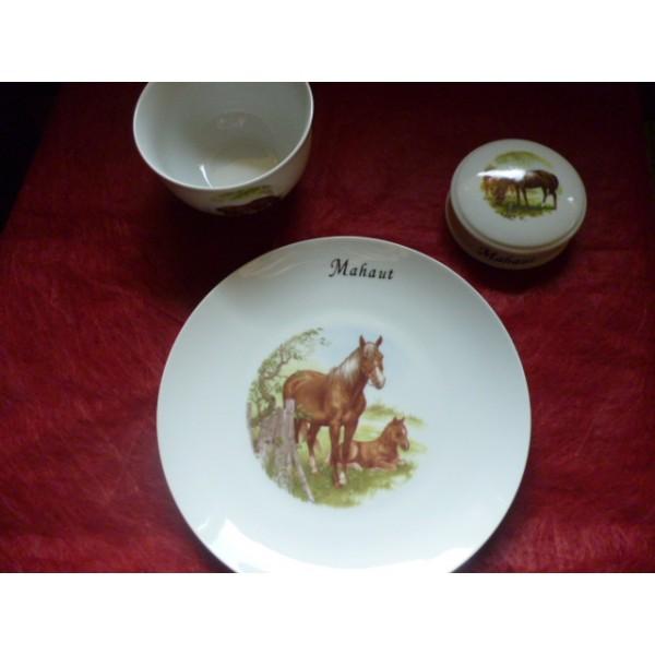 service 3 pi ces mod le leo avec une assiette 24cm d cor cheval et poulain en porcelaine. Black Bedroom Furniture Sets. Home Design Ideas