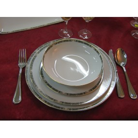 ASSIETTE CALOTTE OU COUPELLE DECOR avec un filet OR ET BORDURE INDIAN TREE en Porcelaine