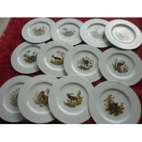 SERVICE 12 Assiettes à dessert  Modèle HELENE en porcelaine décors CHASSE n°2