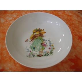 ASSIETTE CALOTTE PETITE FILLE VERTE 19cm en porcelaine