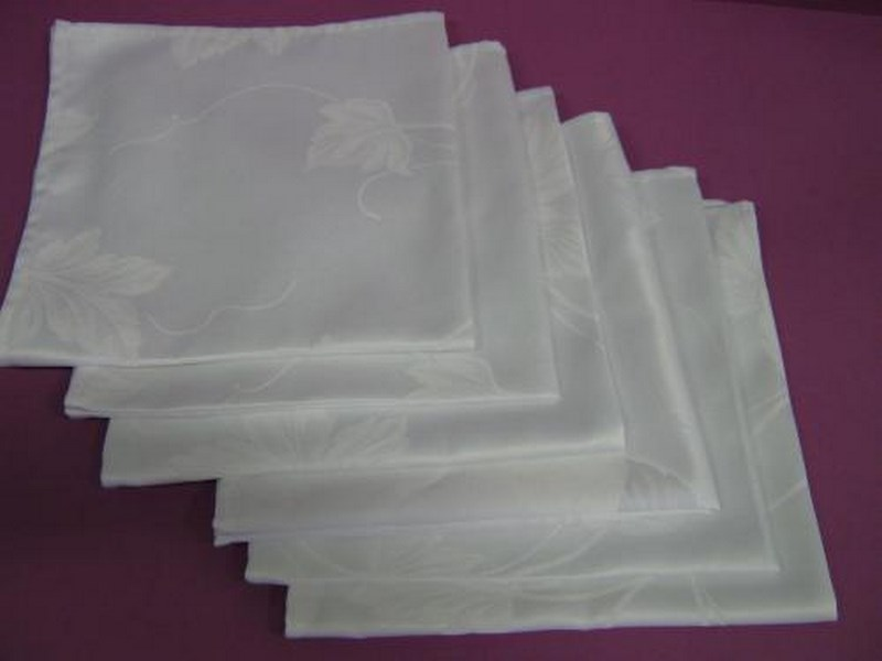 Serviette de table blanche coton ou synthétique